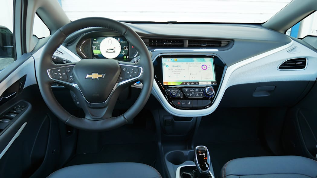 chevy-bolt-int-dash-2