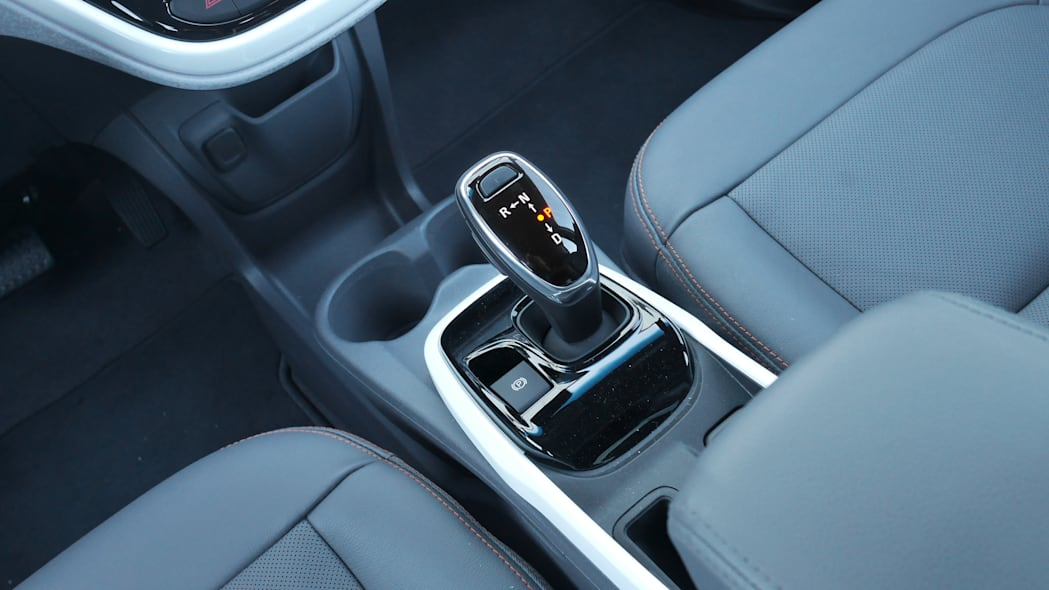 chevy-bolt-int-shifter
