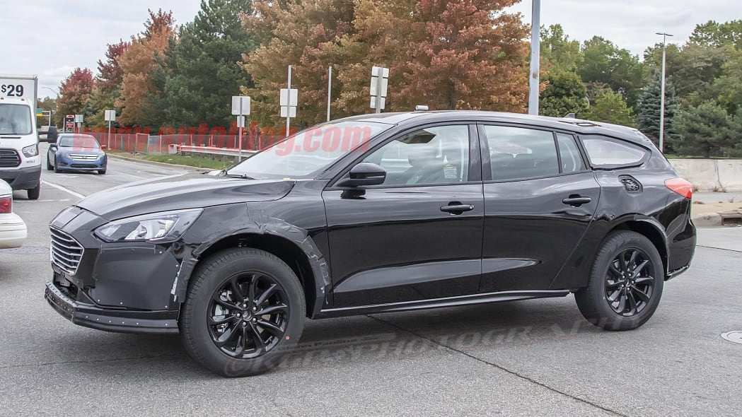 Ford Fusion-size crossover prototype