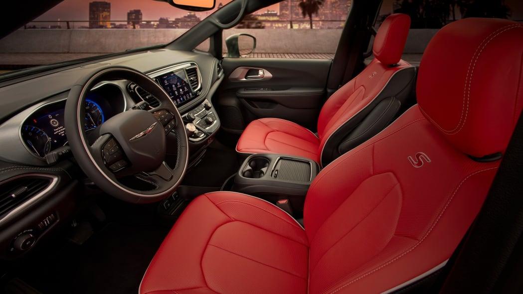 Chrysler Pacifiac Red S