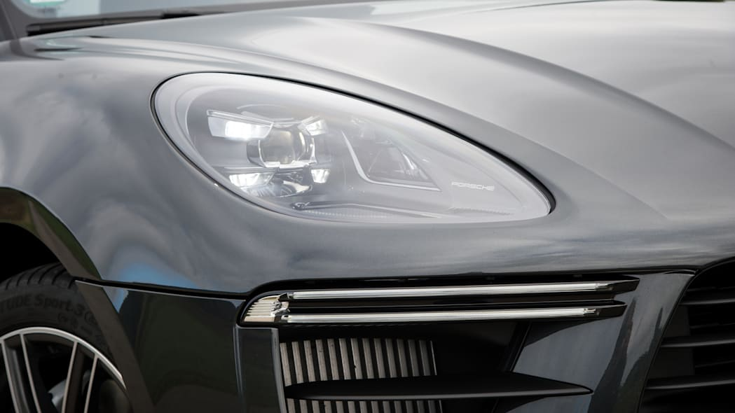 2020_Porsche_Macan_Turbo_Volcano_Grey_Metallic (9)