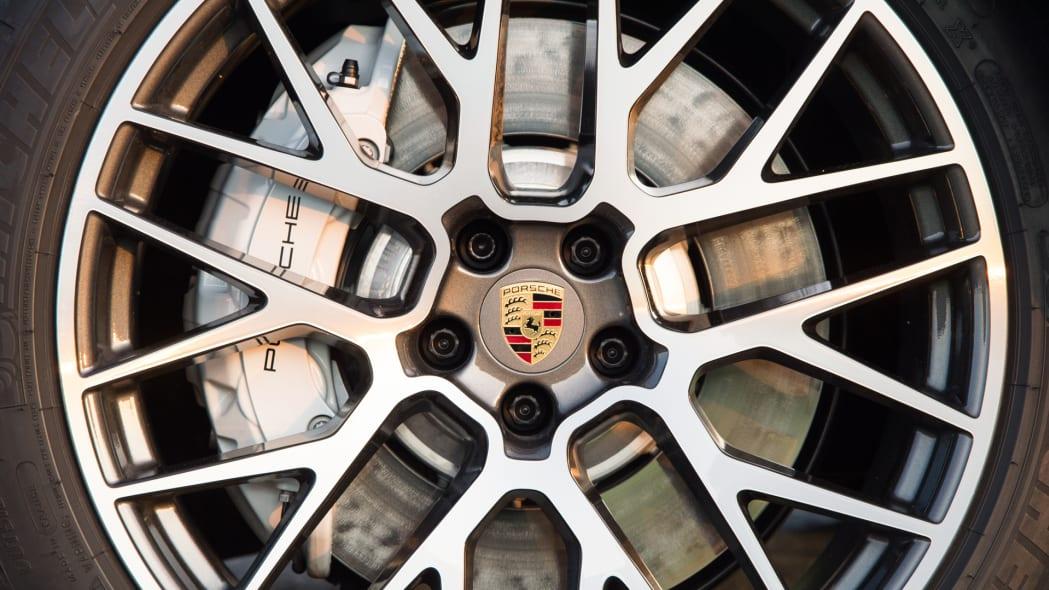 2020_Porsche_Macan_Turbo_Dolomite_Silver_Metallic (19)