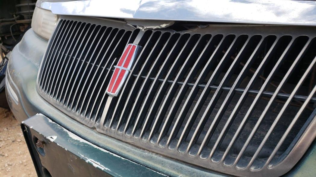 18 - 95 Lincoln Mark VIII in Colorado junkyard - photo by Murilee Martin