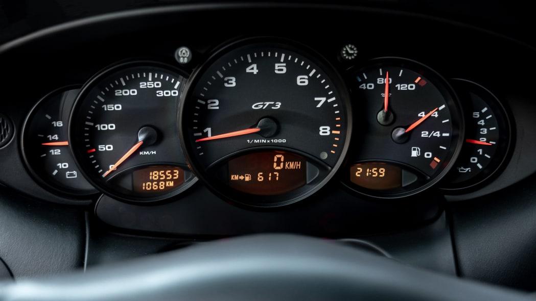 porsche-911-gt3-996-int-3