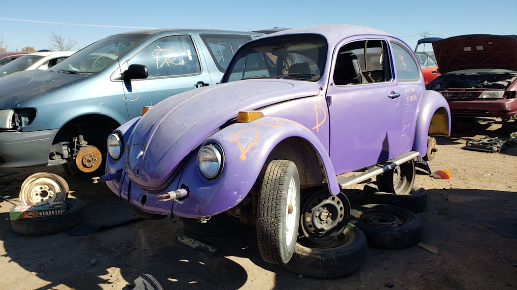 07 - 1974 Volkswagen Beetle in Colorado junkyard - photo by Murilee Martin
