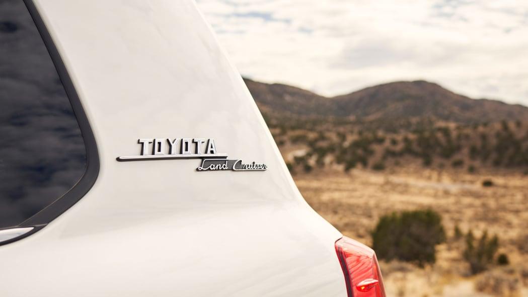 TMNA-2191021_Land_Cruiser_200_Heritage_White_0017