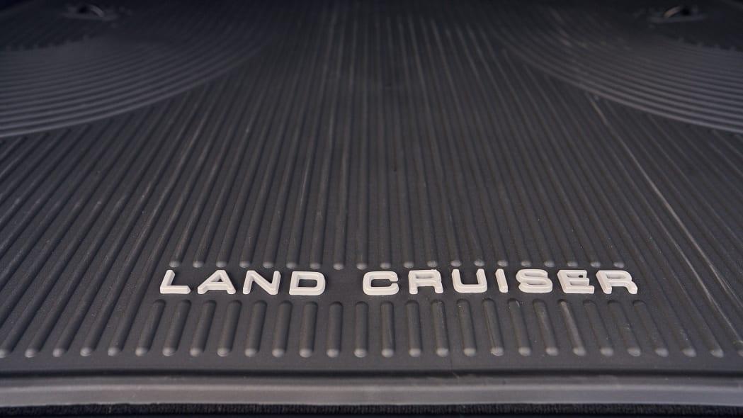 TMNA-2191021_Land_Cruiser_200_Heritage_Black_0028