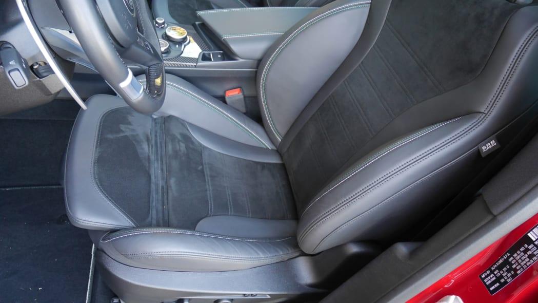 alfa-romeo-stelvio-quadrifoglio-seat-2