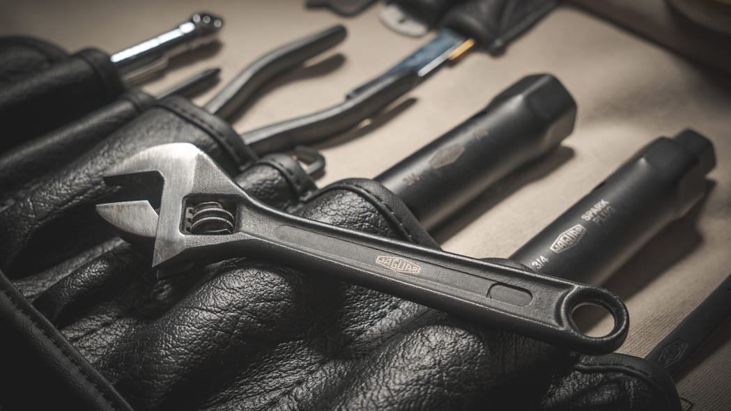 jaguar-classic-e-type-toolkit-5