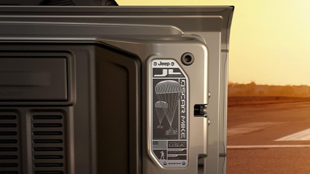 Wrangler-Limited-Edition-Freedom-Interior-Swing-Gate-Plaque-Desktop.jpg.image.1440