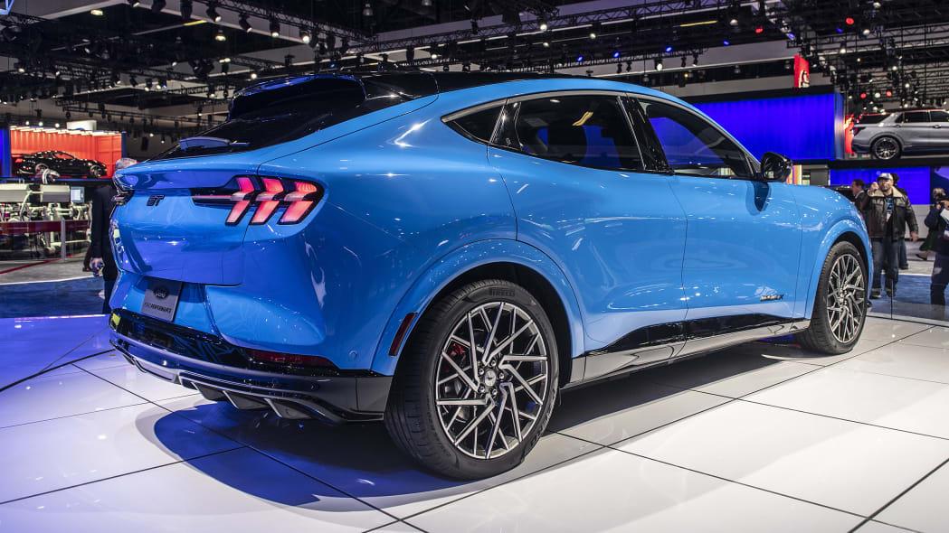 2021-ford-mustang-mach-e-la-03
