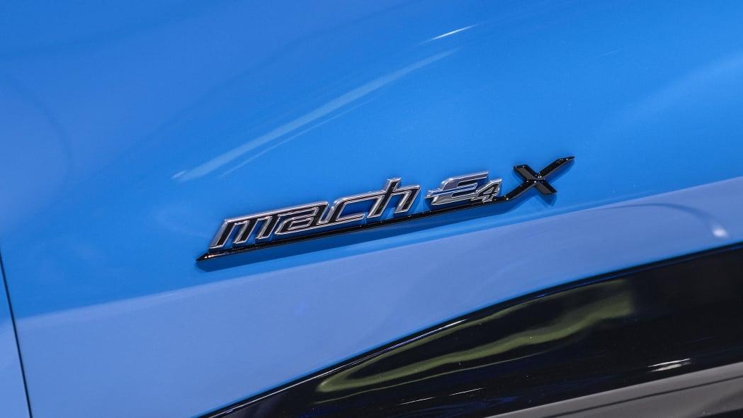 2021-ford-mustang-mach-e-la-13