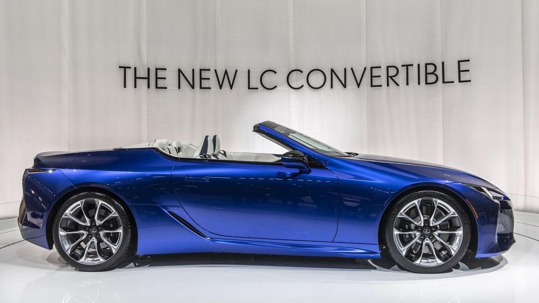 2021-lexus-lc-500-convertible-la-05