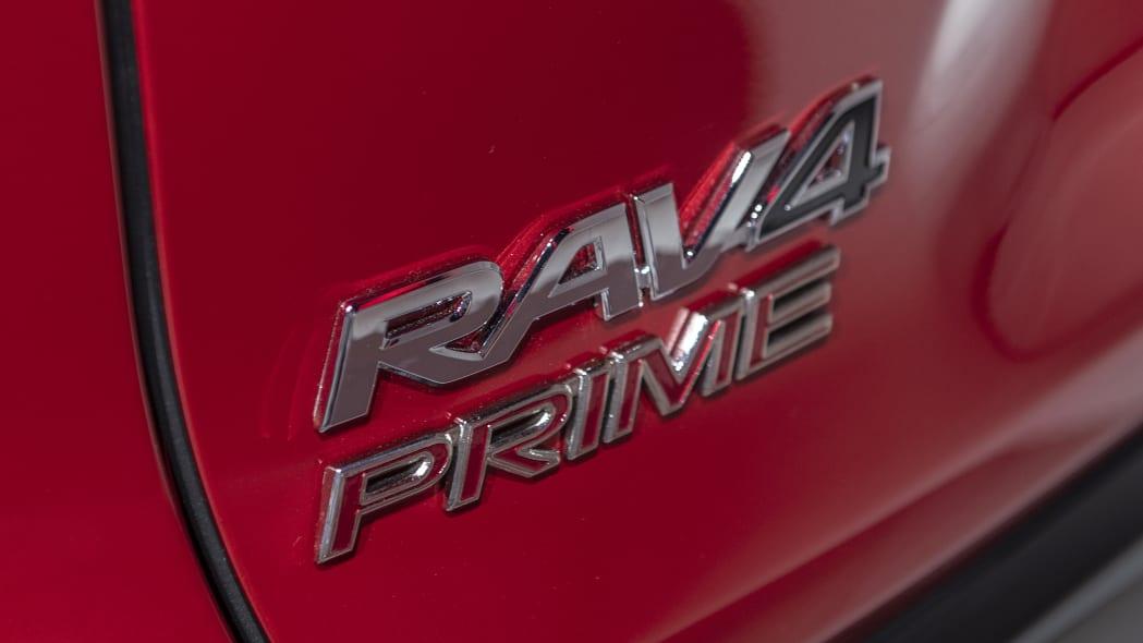 2021-toyota-rav4-prime-la-13