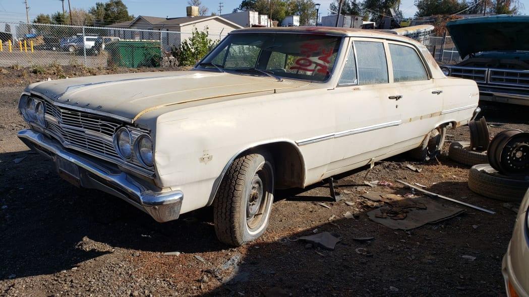 00 - 1965 Chevrolet Malibu in Colorado junkyard - photo by Murilee Martin