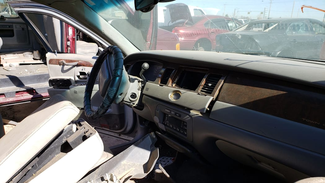 20 - 2000 Lincoln Town Car Cartier Edition in Colorado junkyard - photo by Murilee Martin