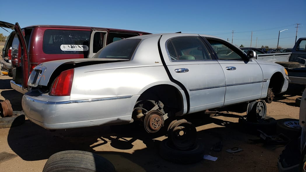23 - 2000 Lincoln Town Car Cartier Edition in Colorado junkyard - photo by Murilee Martin