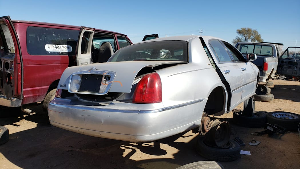26 - 2000 Lincoln Town Car Cartier Edition in Colorado junkyard - photo by Murilee Martin