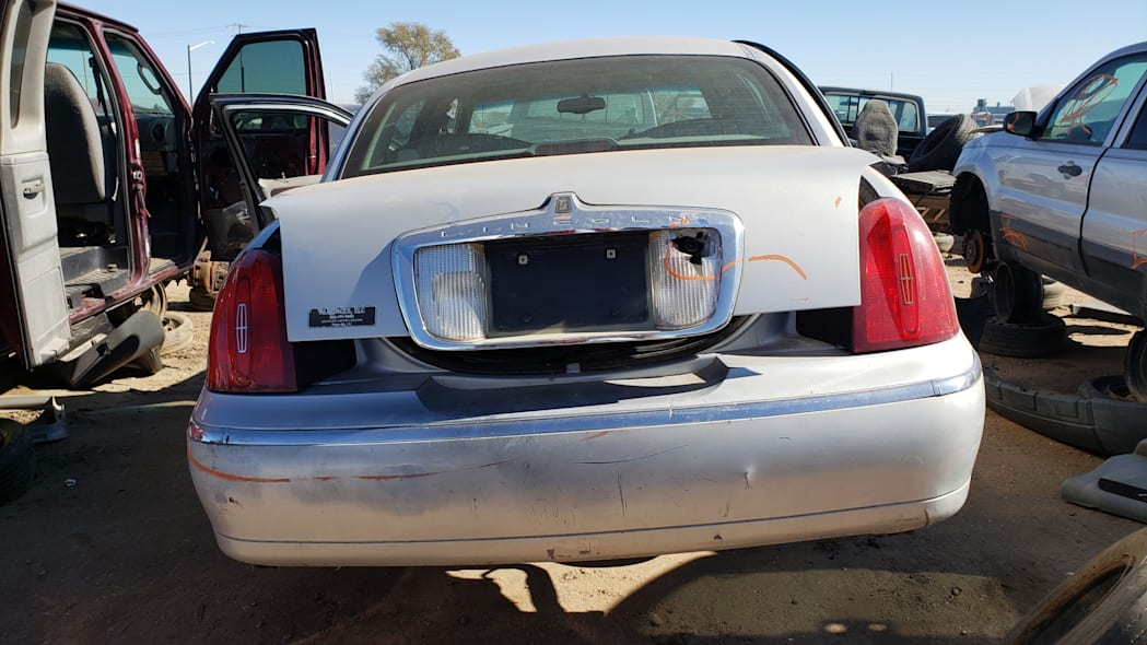 27 - 2000 Lincoln Town Car Cartier Edition in Colorado junkyard - photo by Murilee Martin