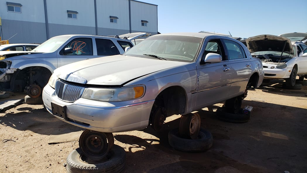 33 - 2000 Lincoln Town Car Cartier Edition in Colorado junkyard - photo by Murilee Martin
