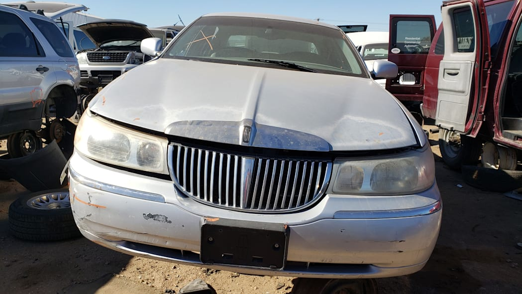 37 - 2000 Lincoln Town Car Cartier Edition in Colorado junkyard - photo by Murilee Martin