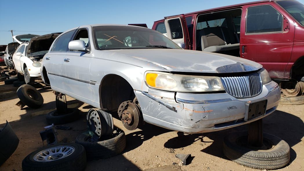 39 - 2000 Lincoln Town Car Cartier Edition in Colorado junkyard - photo by Murilee Martin