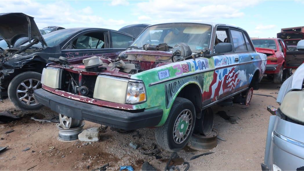 00 - 1990 Volvo 240 DL sedan in Colorado junkyard - photo by Murilee Martin