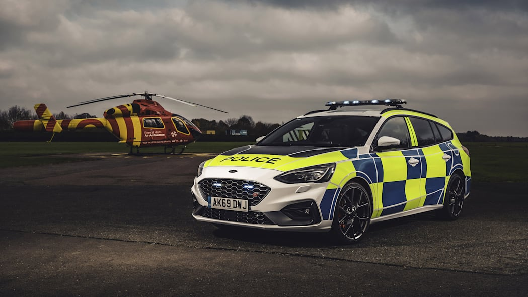 FAST AND FURIOUS FORD COP CARS BREAK COVER (Focus)