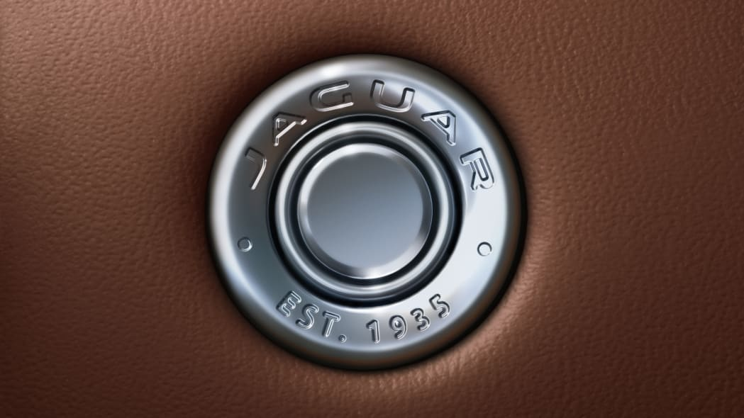 Jag_F-TYPE_21MY_Reveal_Image_Detail_GloveBoxDetail_02.12.19_04
