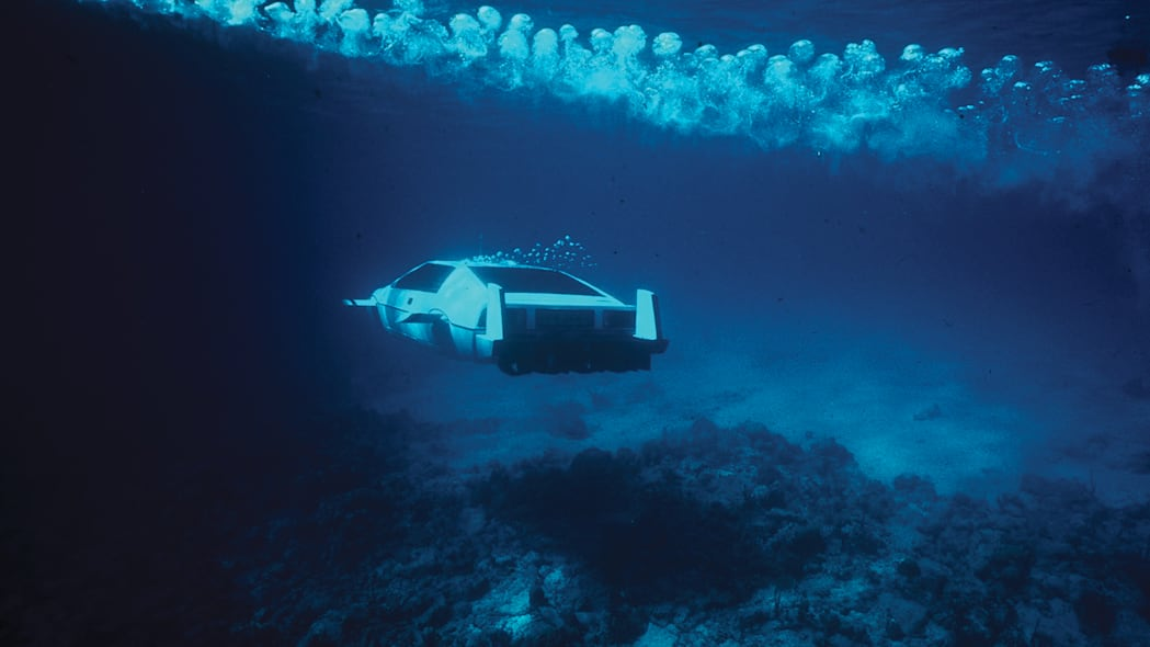 lotus-esprit-submarine-in-action-3