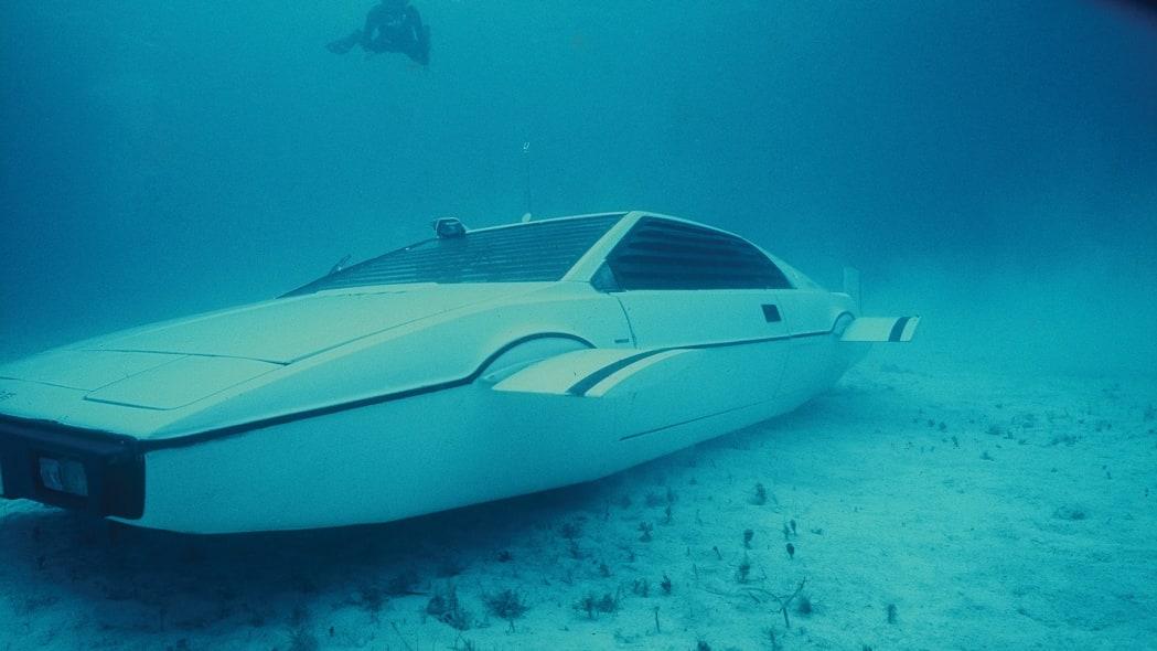 lotus-esprit-submarine-in-action-1