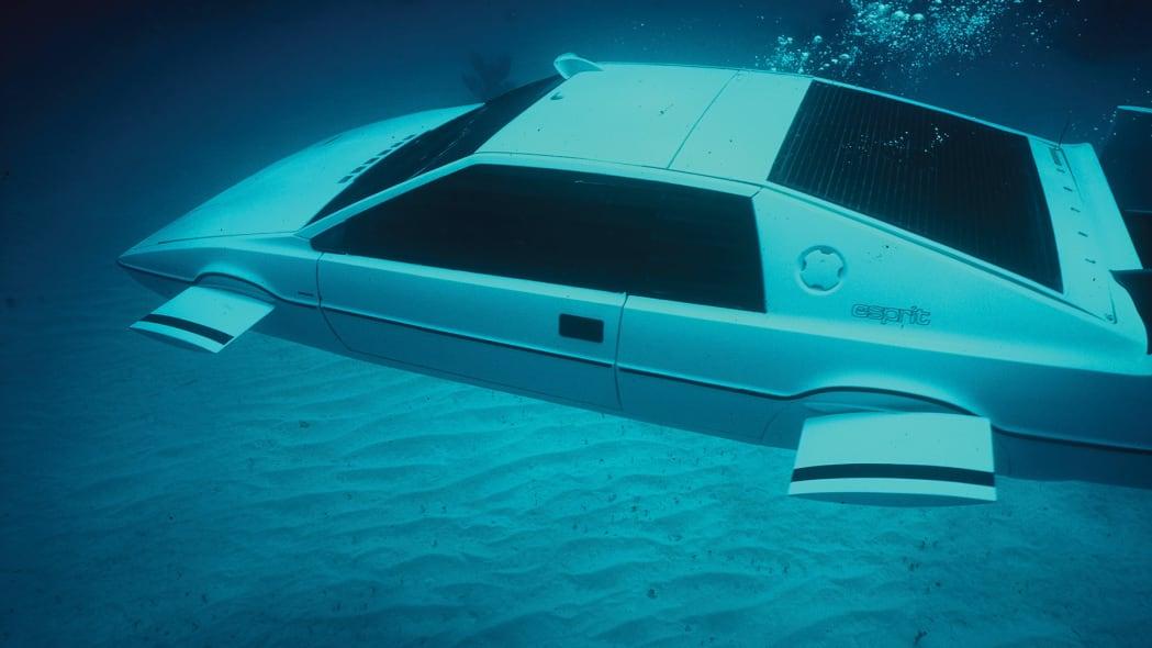 lotus-esprit-submarine-in-action-2
