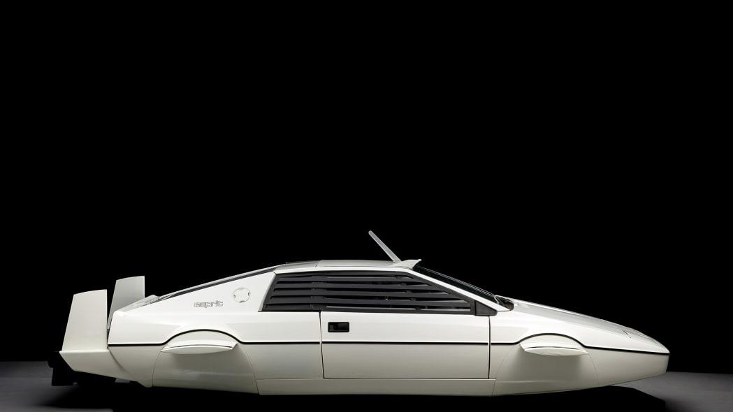 lotus-submarine-auction-3