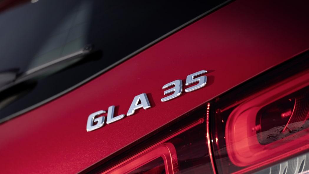 2021-mercedes-benz-gla-18
