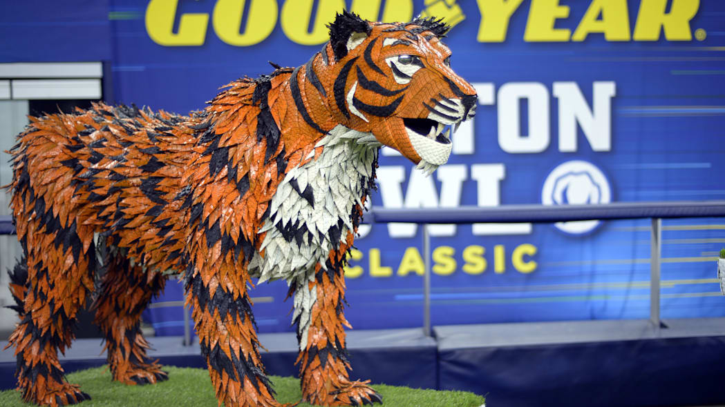 Goodyear Cotton Bowl Tom Tiger Memphis Mascot
