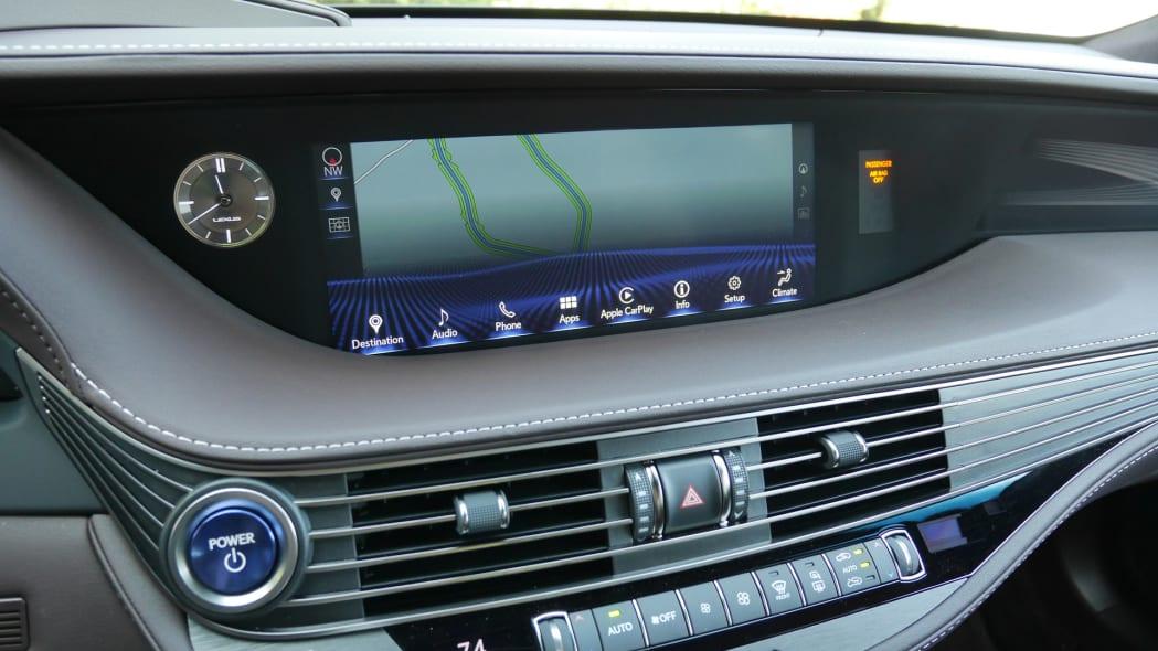 lexus-ls500h-screen