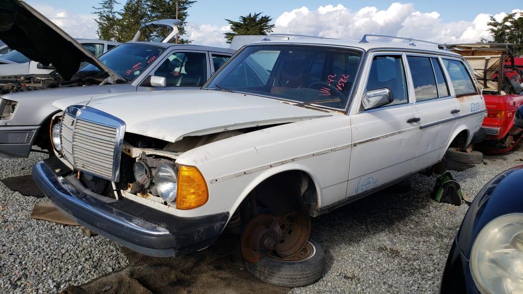 00 - 1979 Mercedes-Benz 300TD in California junkyard - photo by Murilee Martin
