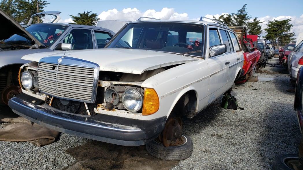 32 - 1979 Mercedes-Benz 300TD in California junkyard - photo by Murilee Martin