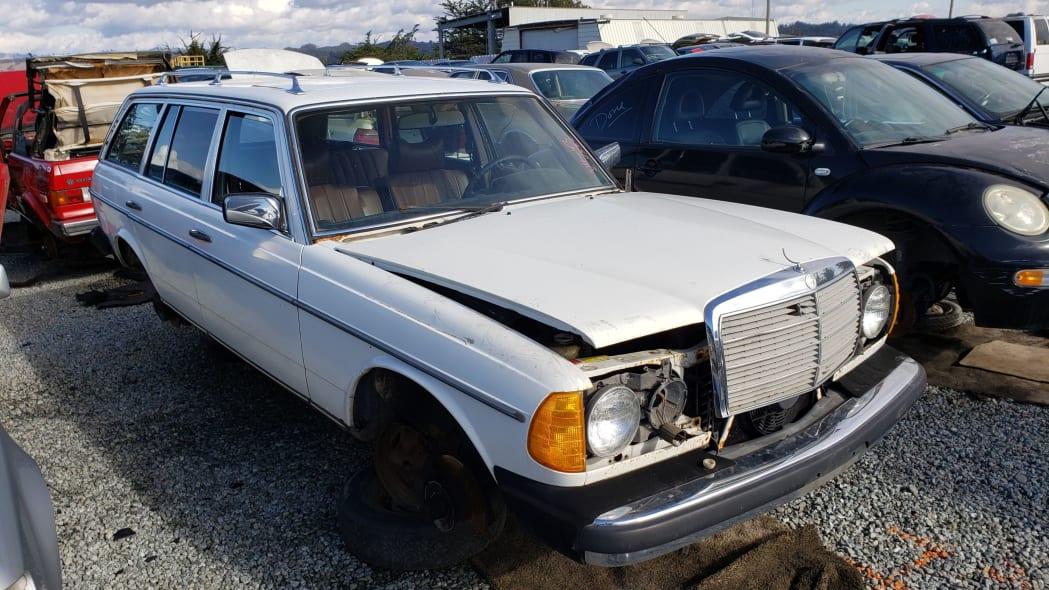 38 - 1979 Mercedes-Benz 300TD in California junkyard - photo by Murilee Martin