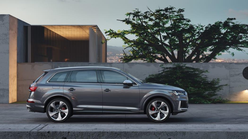 Audi SQ7 side view