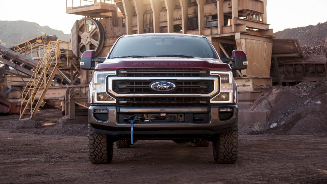 2020 Ford F-Series Super Duty Tremor winch