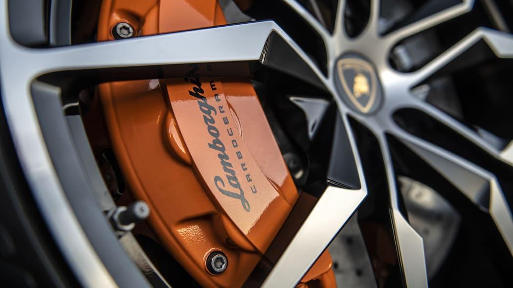29-lamborghini-aventador-s-roadster-review
