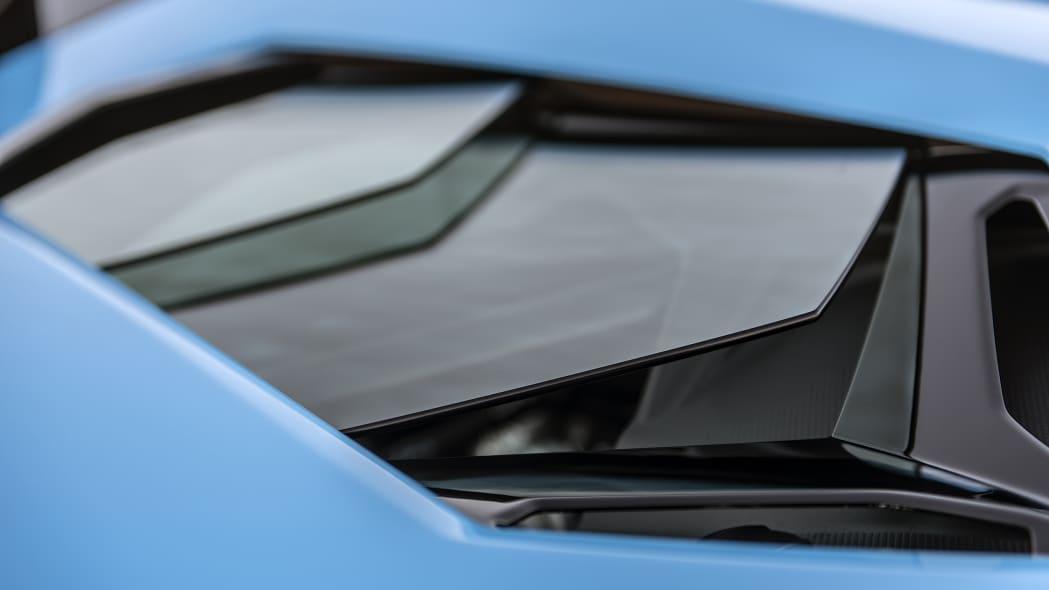 35-lamborghini-aventador-s-roadster-review