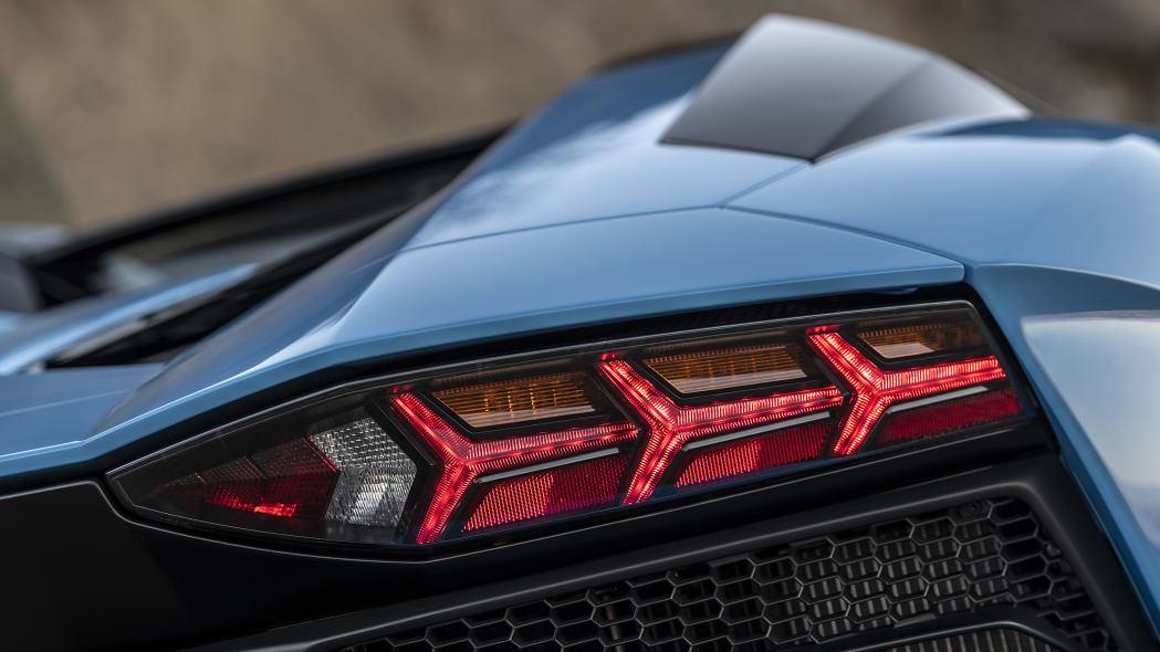 39-lamborghini-aventador-s-roadster-review