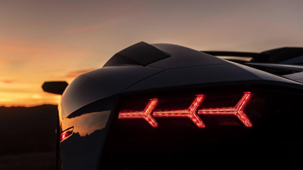 42-lamborghini-aventador-s-roadster-review