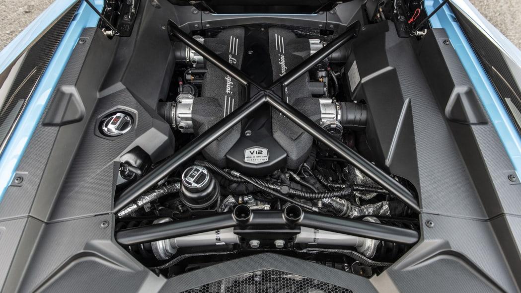 44-lamborghini-aventador-s-roadster-review