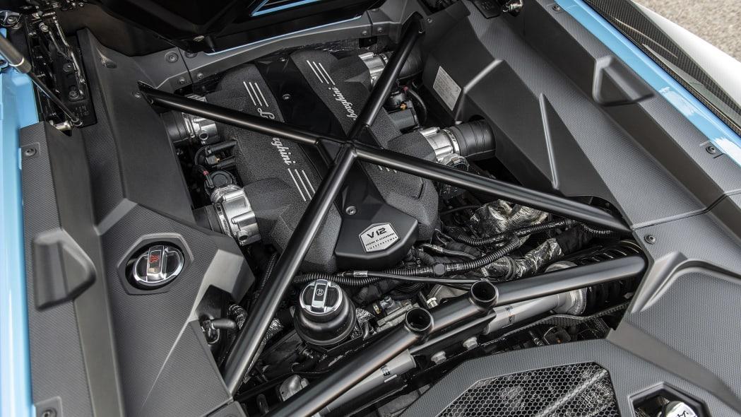 45-lamborghini-aventador-s-roadster-review