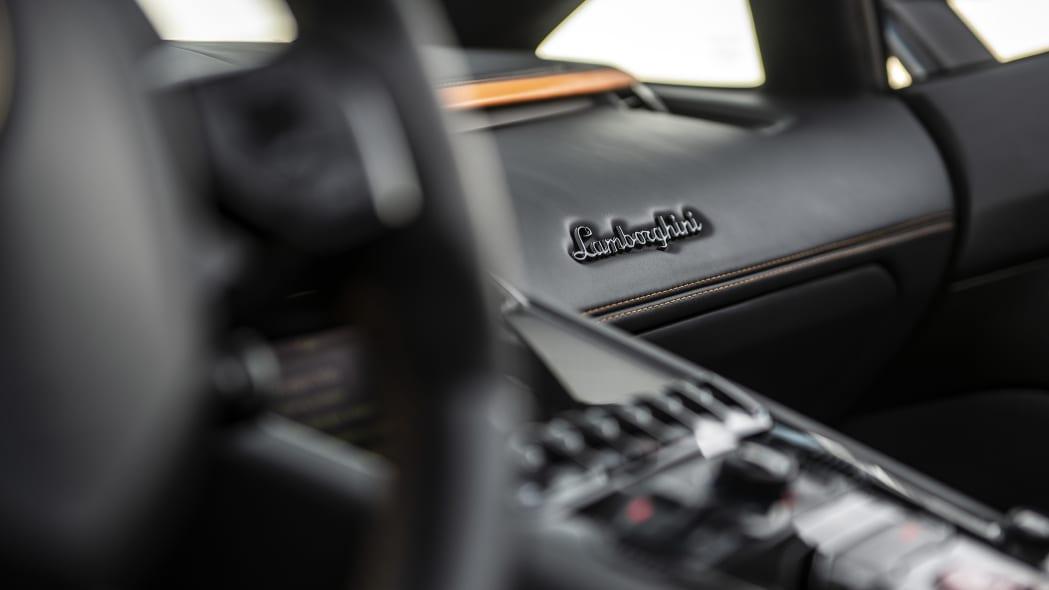 62-lamborghini-aventador-s-roadster-review