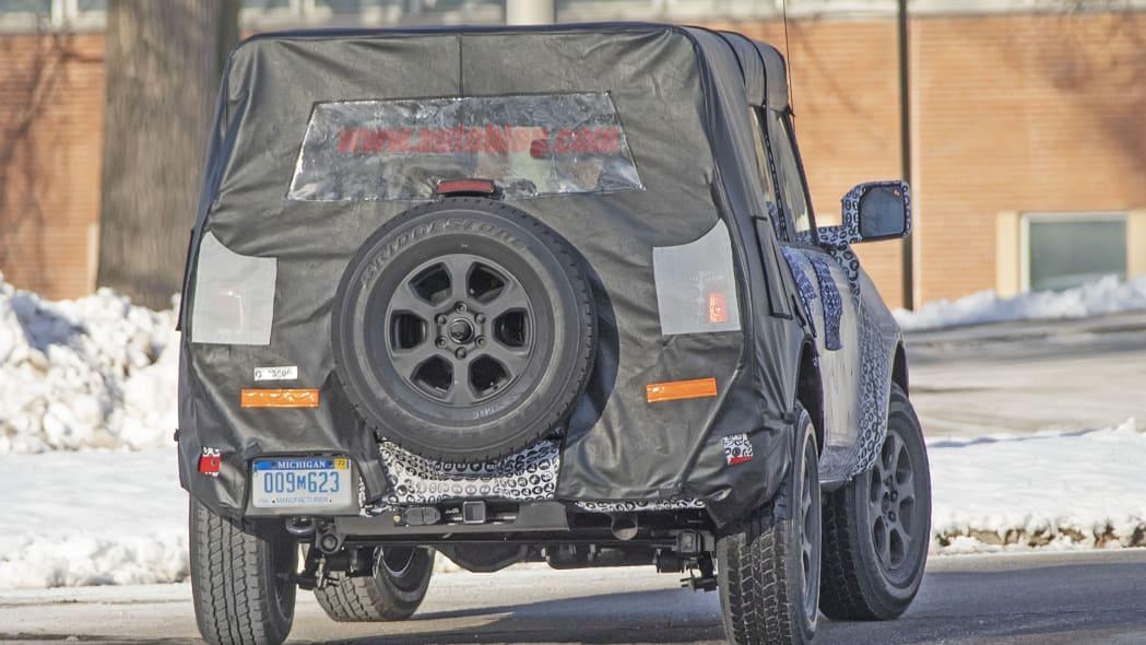 2020 - [Ford] Bronco VI - Page 2 2021-ford-bronco-spy-shots-12