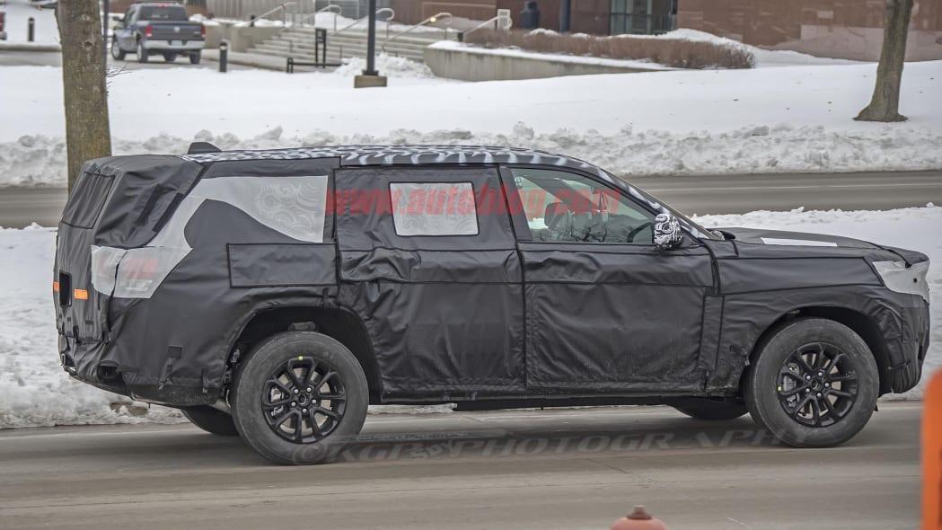 Jeep Grand Cherokee-based three-row SUV spied